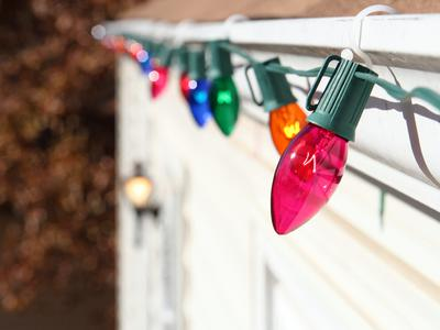 iStock-7750632_c7-c9-christmas-lights-bulbs-outside-home_s4x3_lead